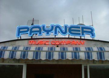 Неоново лого на музикална компания Payner