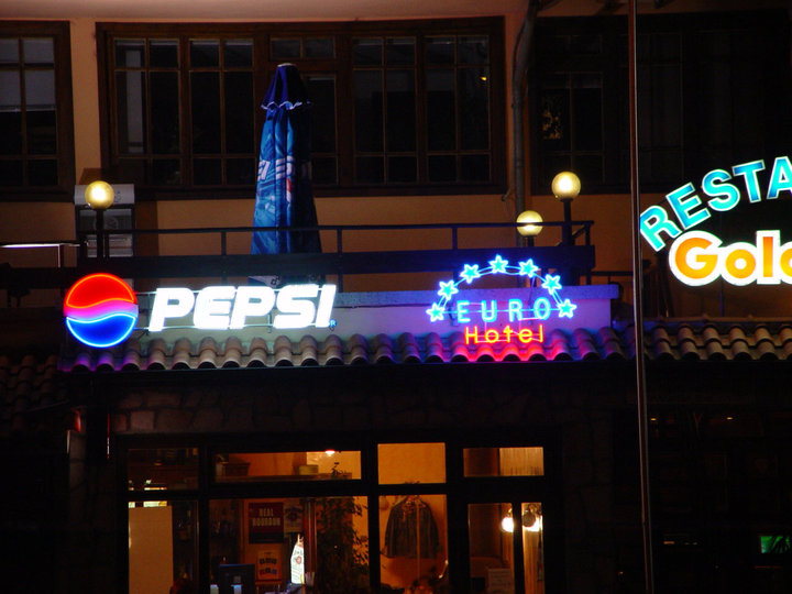 Неоново лого Pepsi