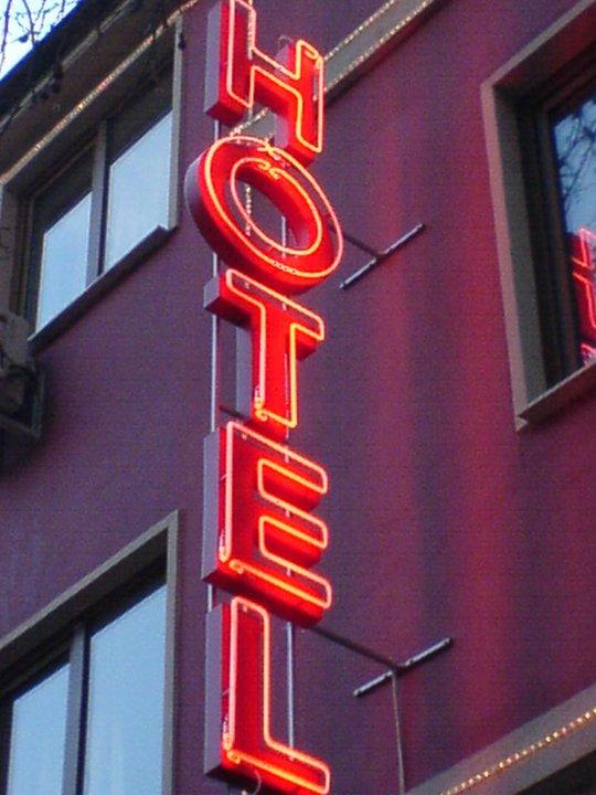 Неонов надпис Hotel
