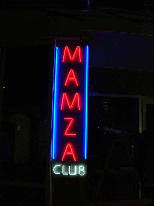 Неонов надпис Mamza Club