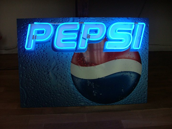 Неонов надпис Pepsi