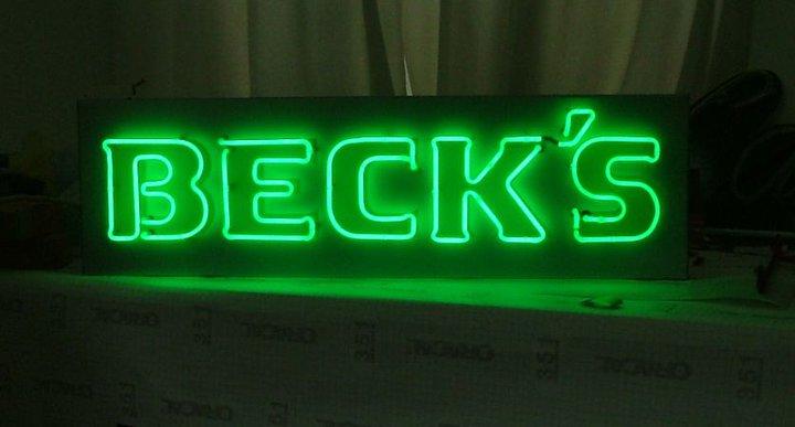 Неонов надпис Beck's