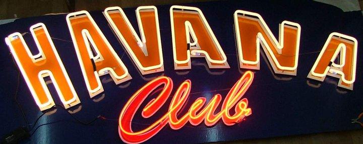 Неонов надпис Havana Club