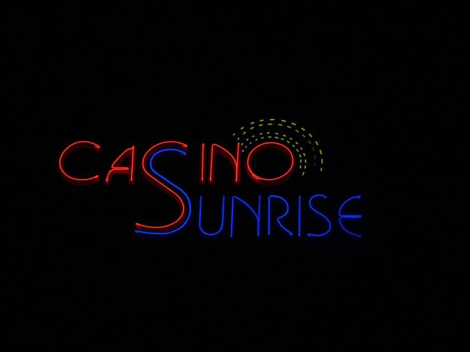 Неонов надпис Casino Sunrise