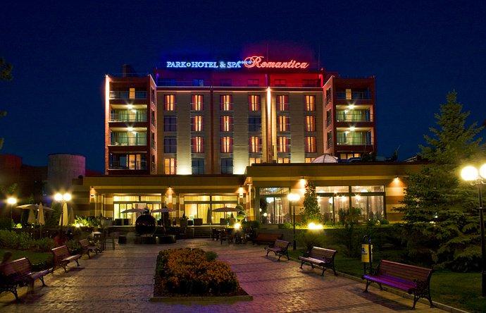 Неонов надпис Park & Hotel