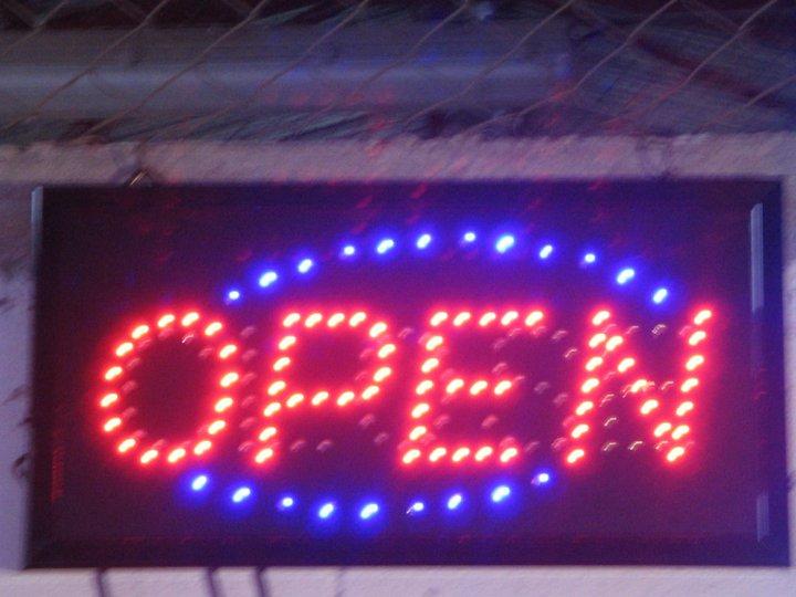 """Неонова реклама """"Open"""""""