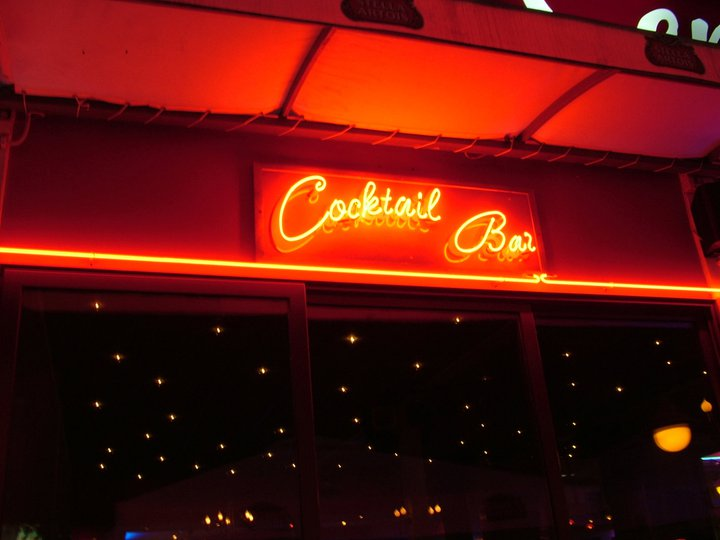 Неонова реклама Cocktail bar