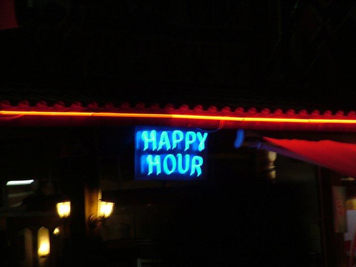 """Неонов надпис """"Happy Hour"""""""