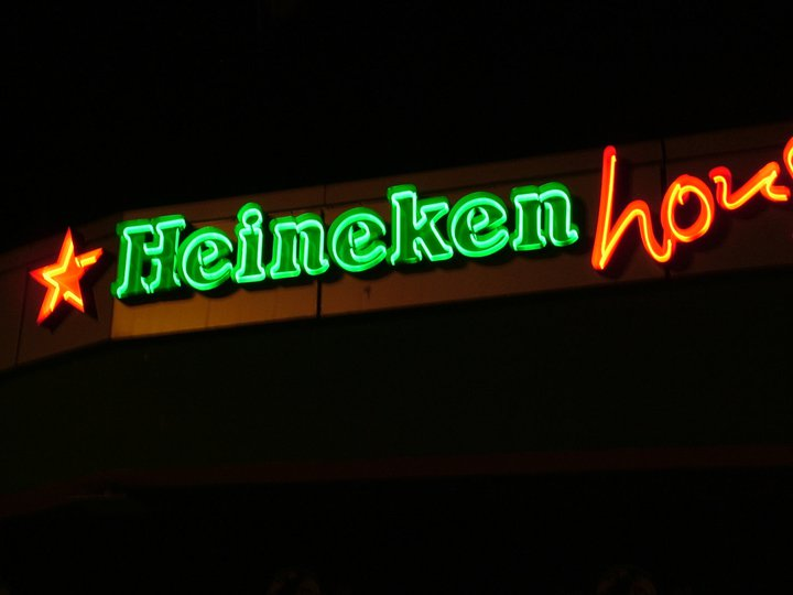 """Неонов надпис """"Heineken"""""""