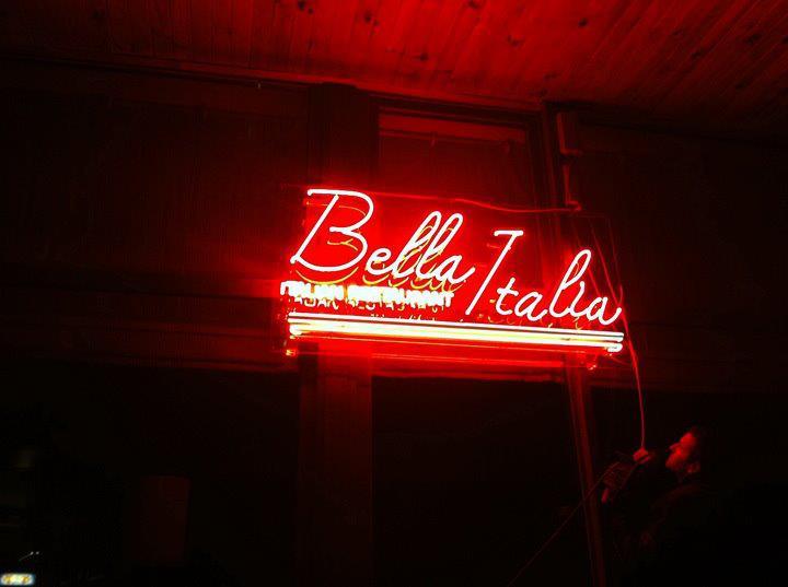 """Неонов надпис """"Bella Italia"""""""