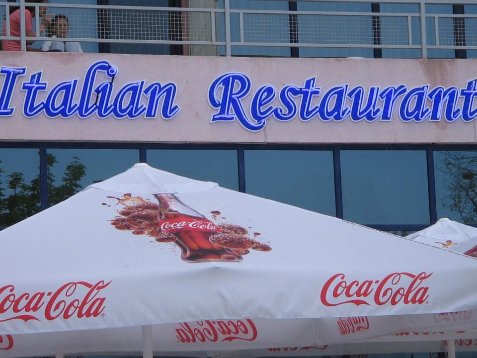Неонов надпис Italian Restaurant