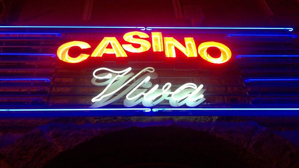 """Неонова реклама """"Casino Viva"""""""
