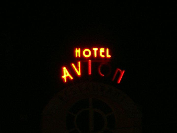 """НЕОНОВ НАДПИС """"HOTEL AVION"""""""