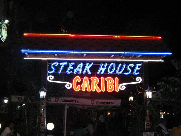 НЕОНОВ НАДПИС STEAK HOUSE CARIBI