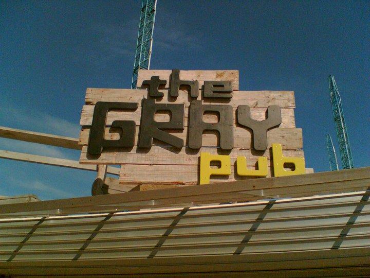 """РЕЛЕФЕН НАДПИС """"THE GRAY PUB"""""""
