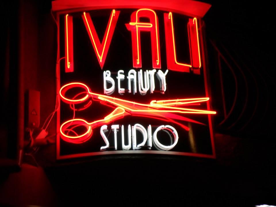 Неонов надпис Ivali beauty studio