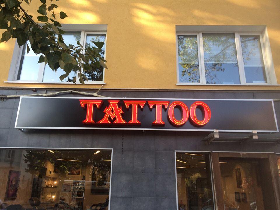 """Неонова реклама """"Tattoo"""""""