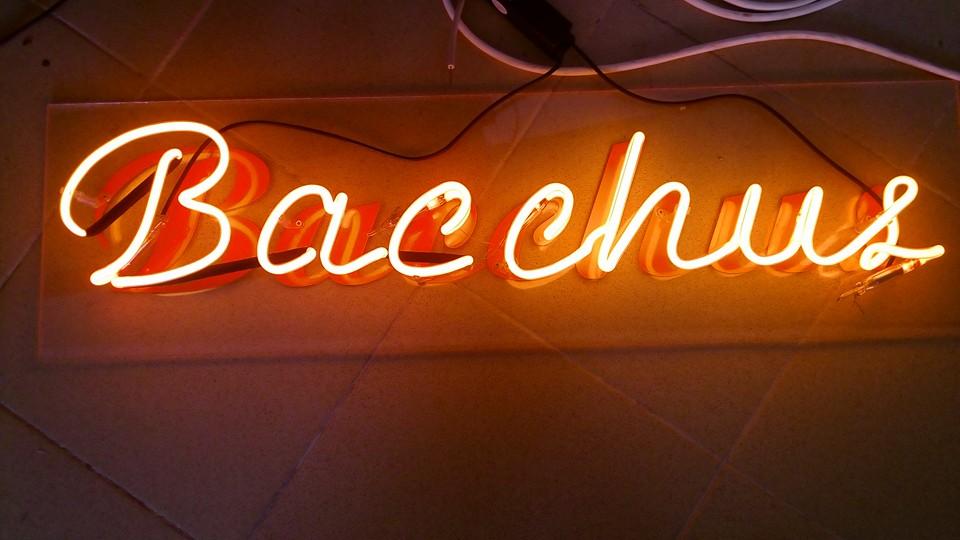 """Неонова реклама """"Bacchus"""""""