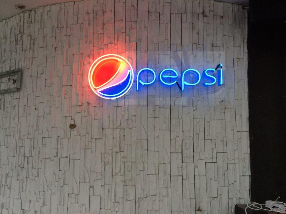 """Неонов надпис """"Pepsi"""""""