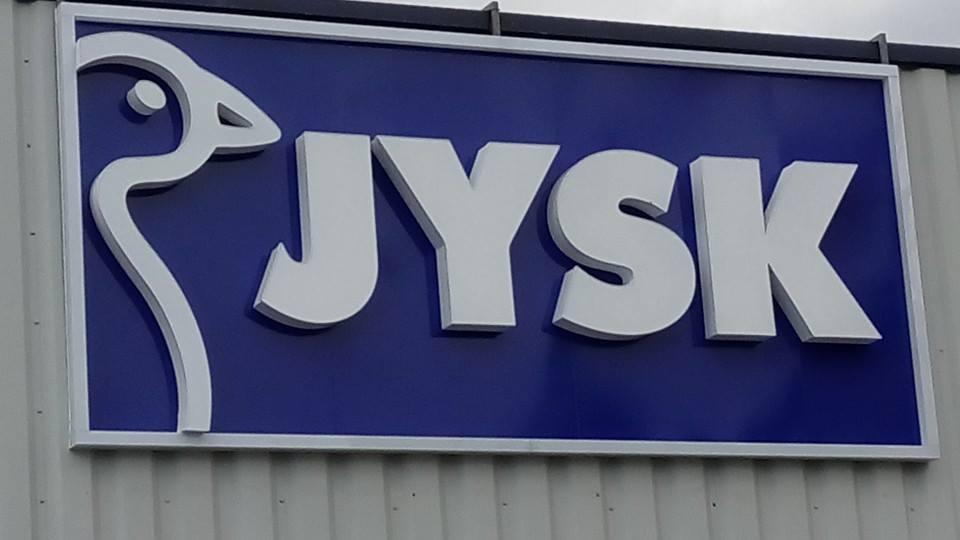 """Лого с обемни букви """"JYSK"""""""