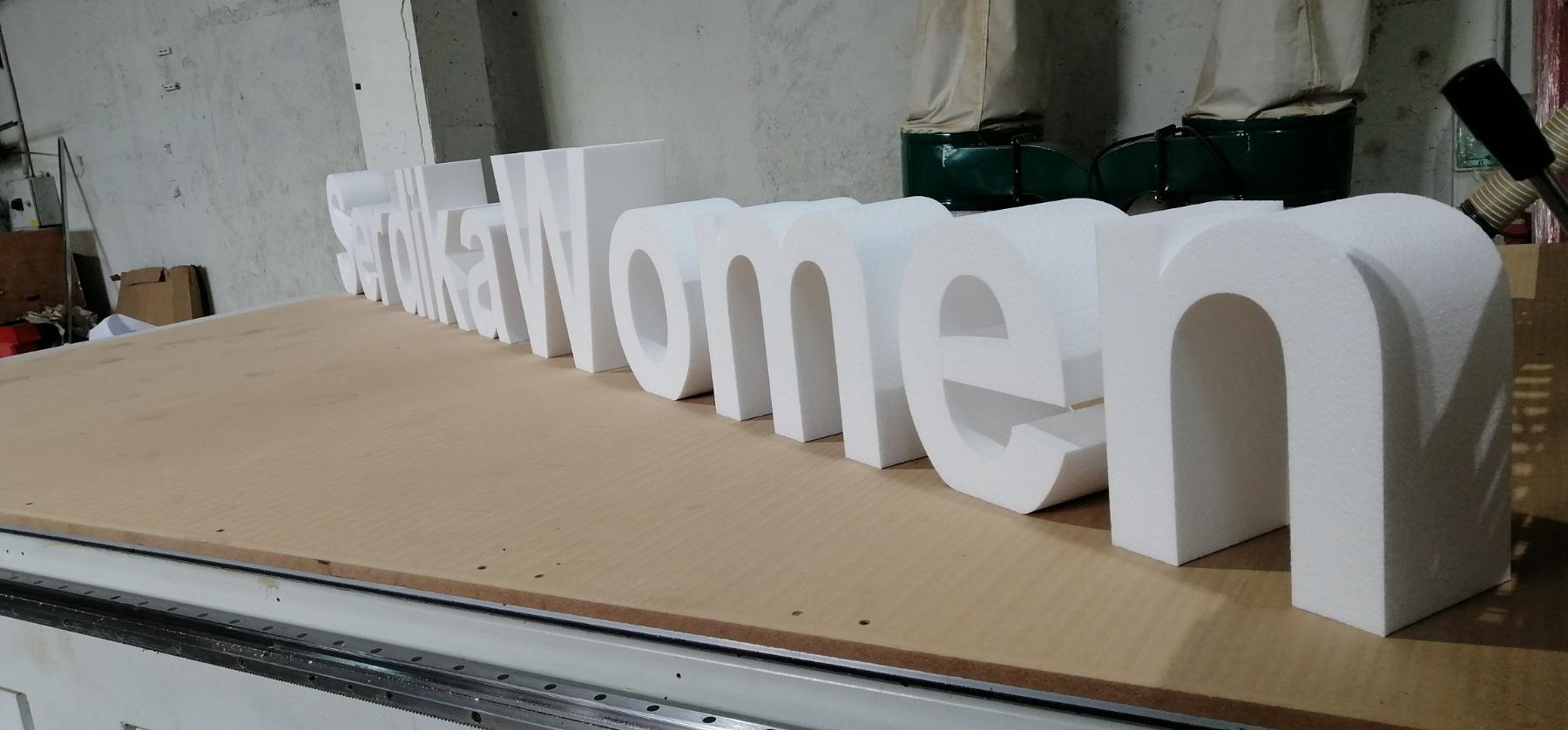 Свободно стоящи букви декор за сцена от стиропор