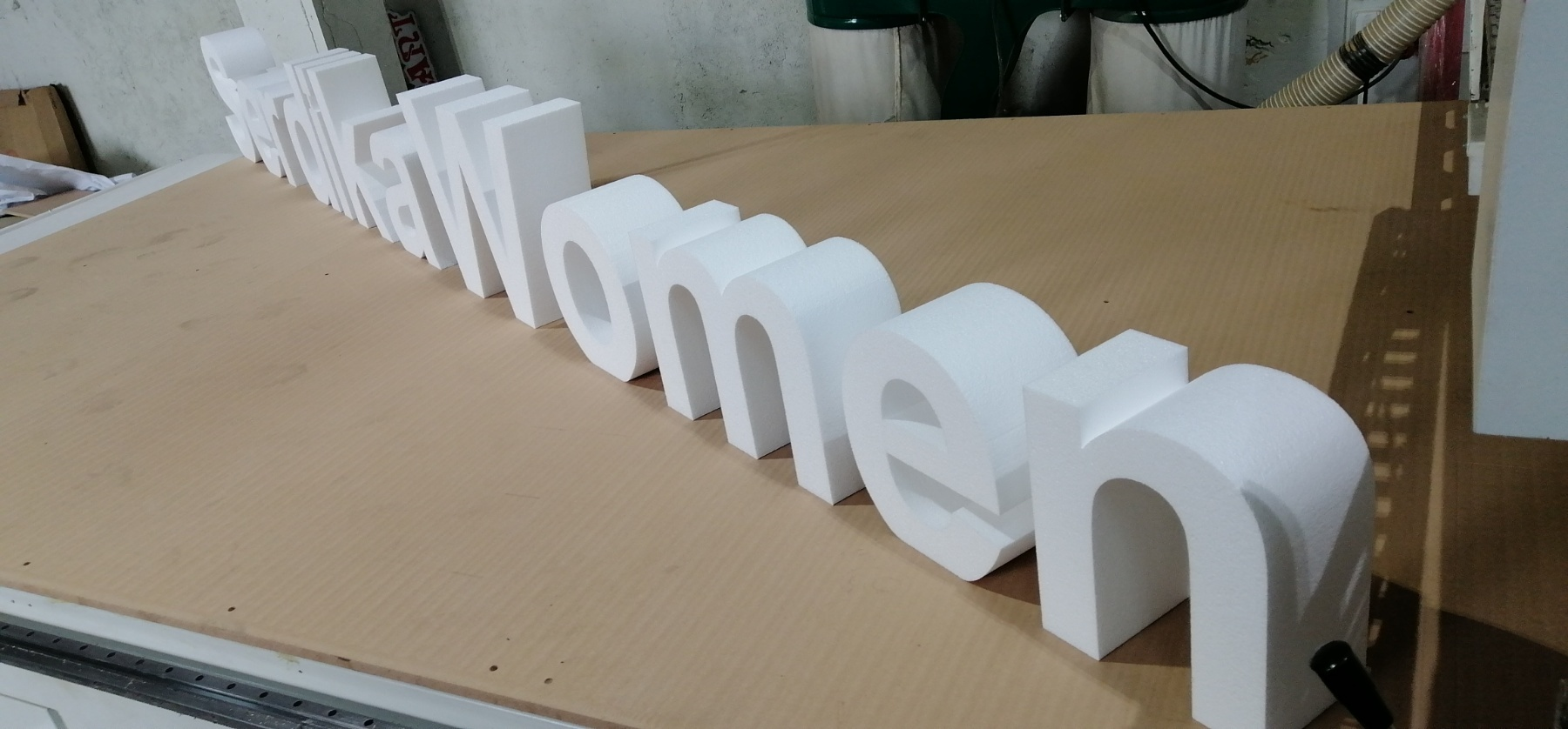 Свободно стоящи букви декор за сцена от стиропор 3