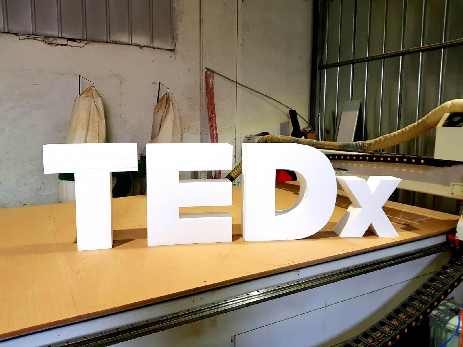 Обемни буквит TEDx 2