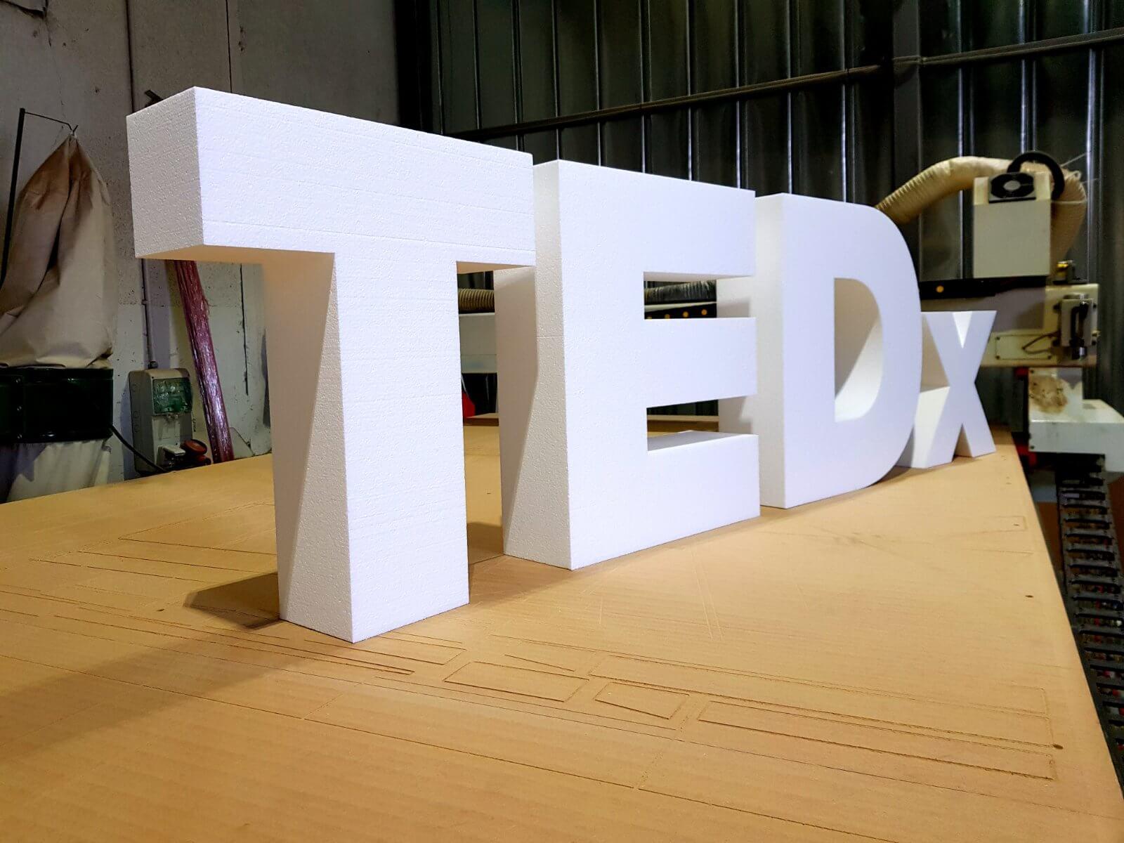 Обемни буквит TEDx